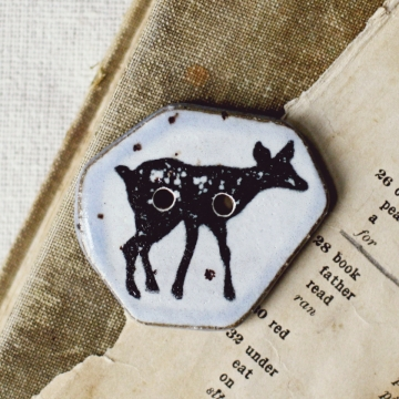 winter fawn button